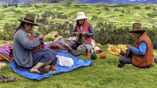 Knitting_Peru_Al Esther (500x281)
